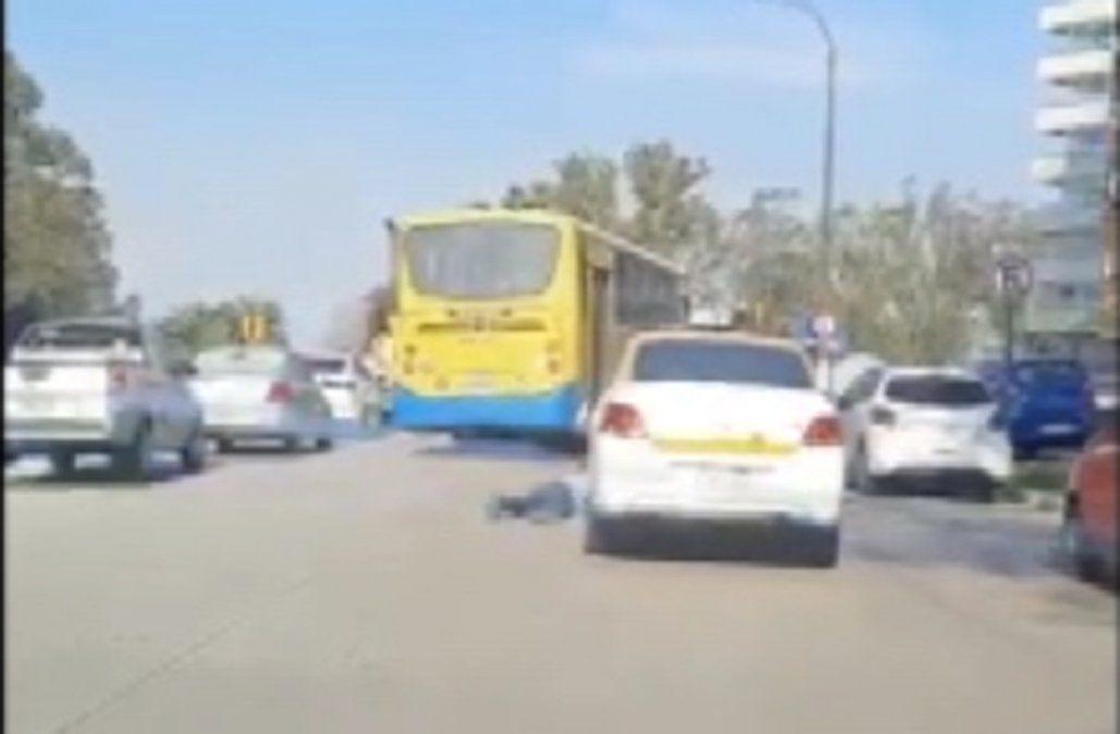 Chofer de ómnibus embistió a un taxista y siguió de largo, ya fue sancionado por la Intendencia