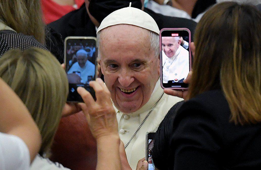 ElPapa Francisco saluda a la gente