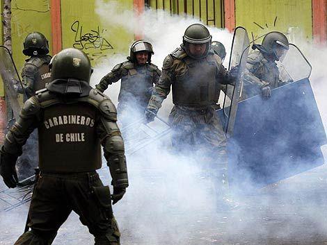 Marchas y disturbios en segundo día de paro nacional en Chile