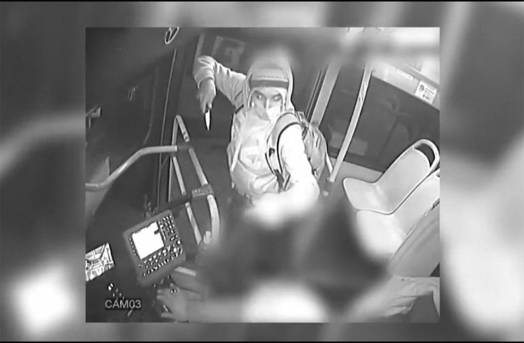 Asaltó varios ómnibus con un cuchillo, fue identificado por las cámaras e irá a prisión