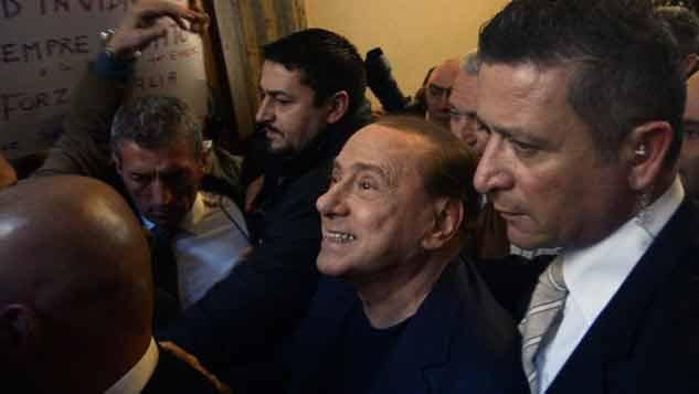 Otra de Berlusconi: se equivocó y fue a un acto del partido opositor