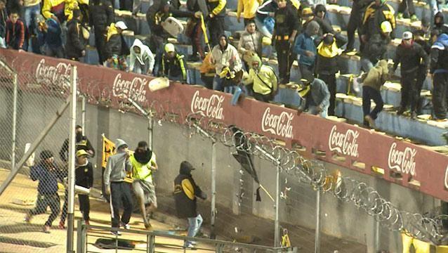 Tres hinchas de Peñarol a la cárcel por tirar butacas durante el clásico