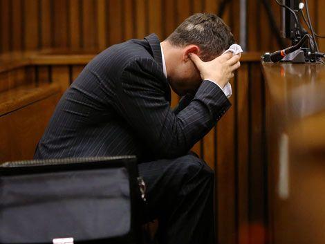 Pistorius vomitó al oír los detalles de la autopsia de su novia