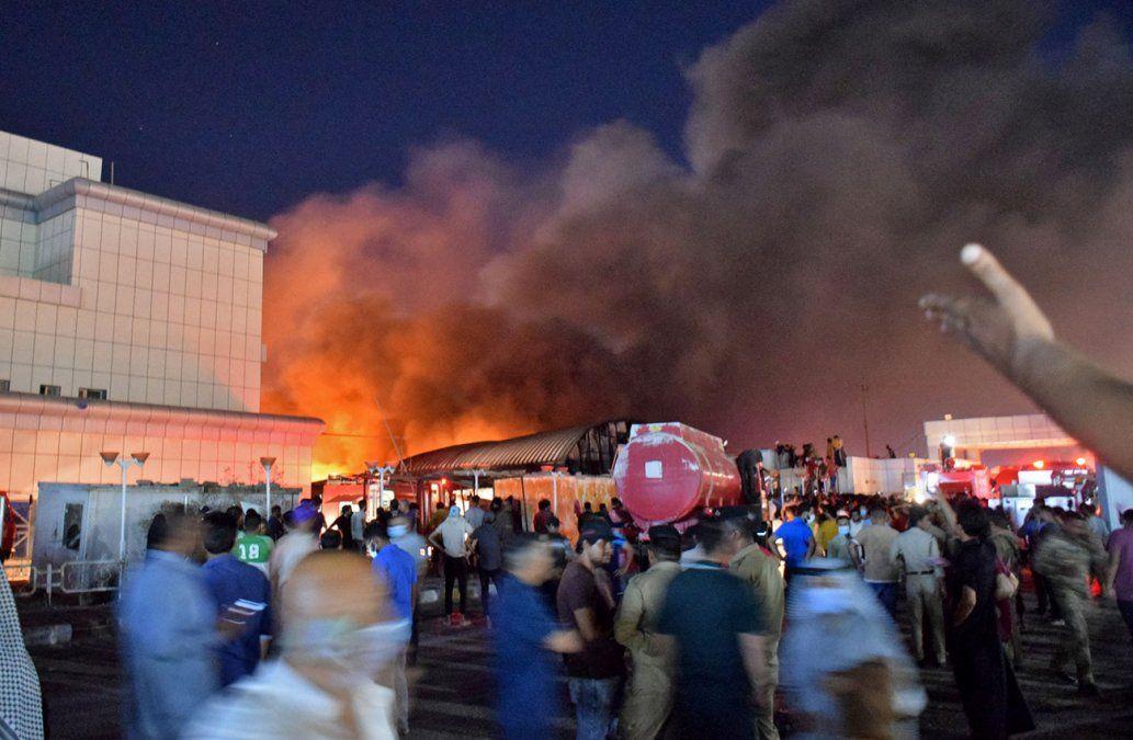 Rabia en Irak tras la muerte de más de 60 personas en incendio de un hospital