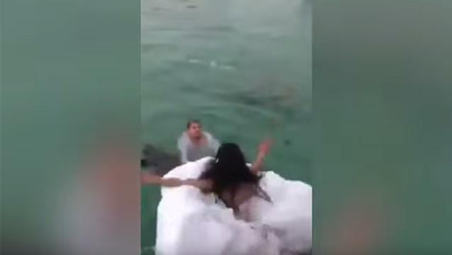 Una novia casi se ahoga con su propio vestido en EE.UU.