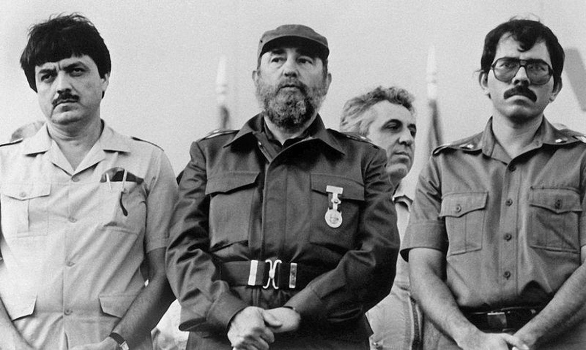 Los comandantes Ortega y Ramírez con Fidel Castro