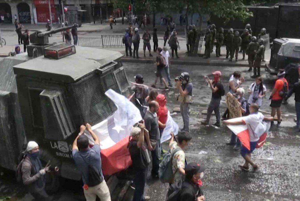 Toque de queda por sexto día consecutivo en Santiago de Chile