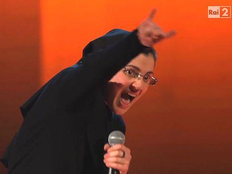 Una monja sorprendió en la versión italiana de La Voz