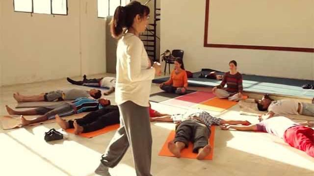 Se cumple un año de las clases de yoga en las cárceles