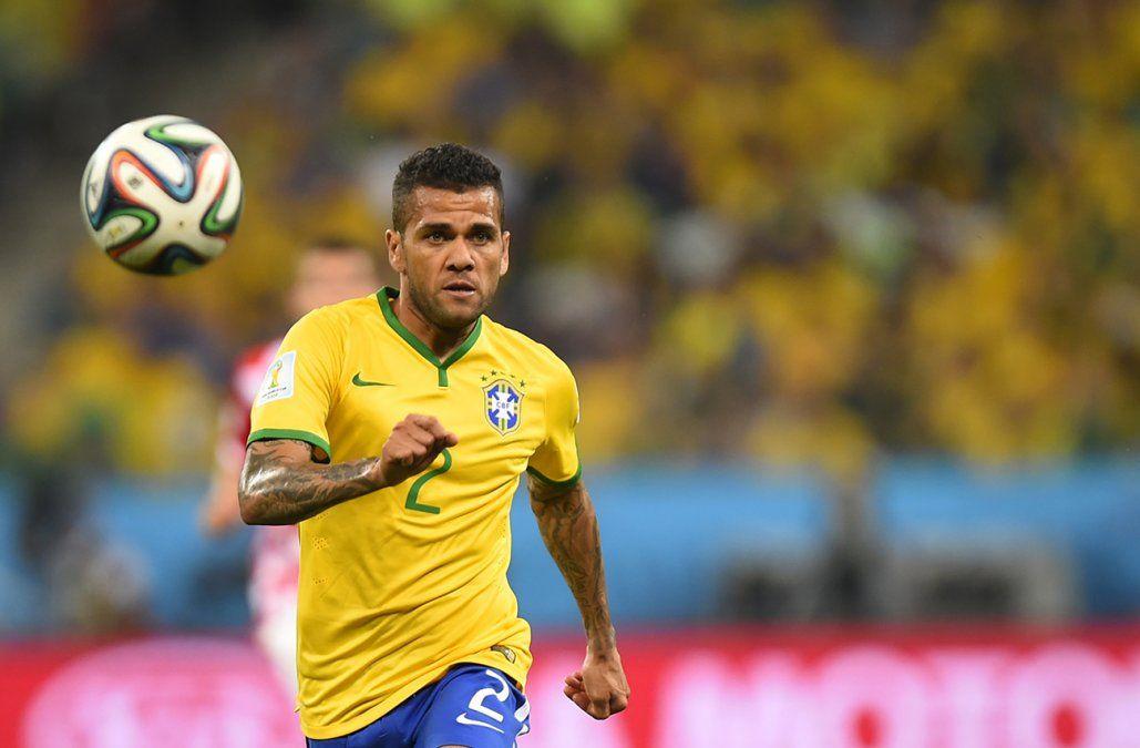 El brasileño Dani Alves queda afuera del Mundial por una lesión de rodilla