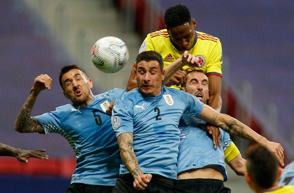 Uruguay enfrenta a Colombia por un lugar en semifinales