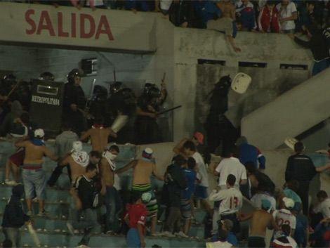 Escándalo tras Nacional-Newells: decenas de heridos y detenidos