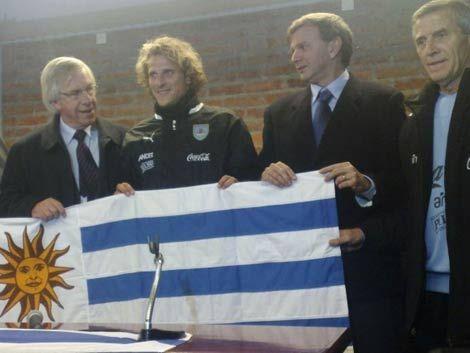 Astori calificado en Argentina maestro Tabárez de la economía