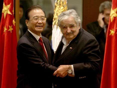 Mujica va a China por trenes