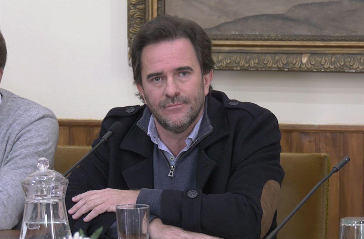 Sesiona comisión que investiga los gastos del ex ministro de Turismo