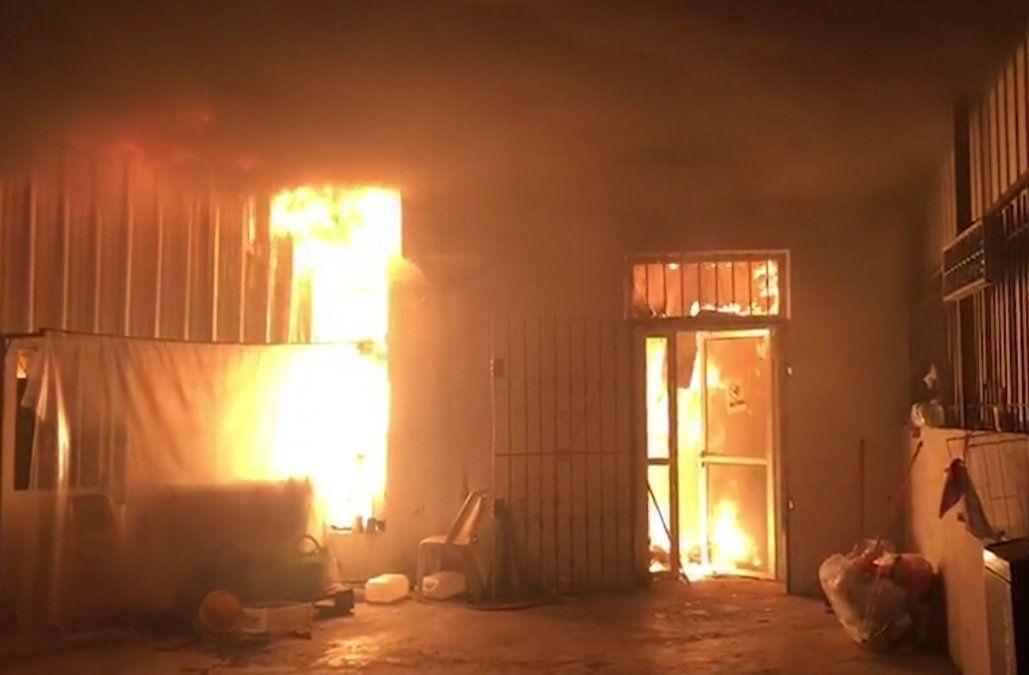 Incendio en un local comercial de Brazo Oriental provocó pérdidas totales