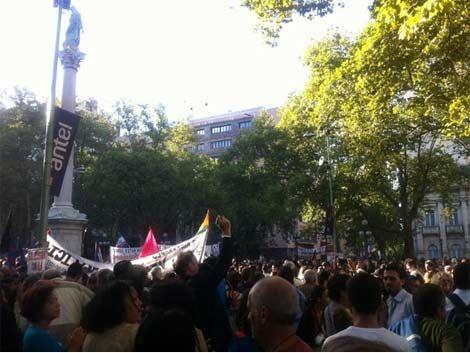 Multitudinaria marcha en Plaza Libertad contra fallos de la Corte